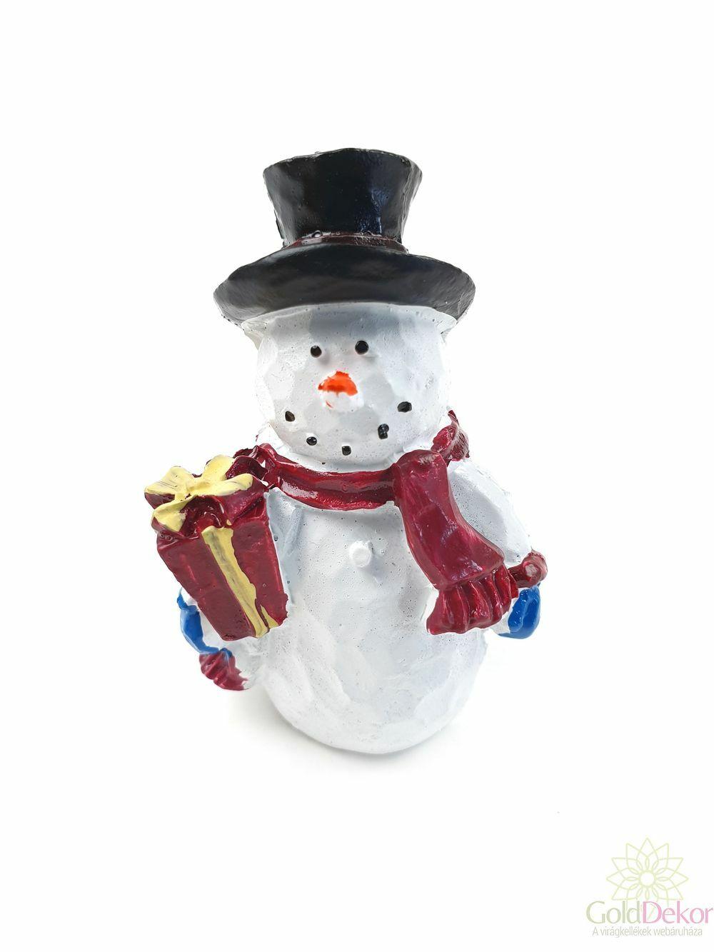 Fekete kalapos hóember figura