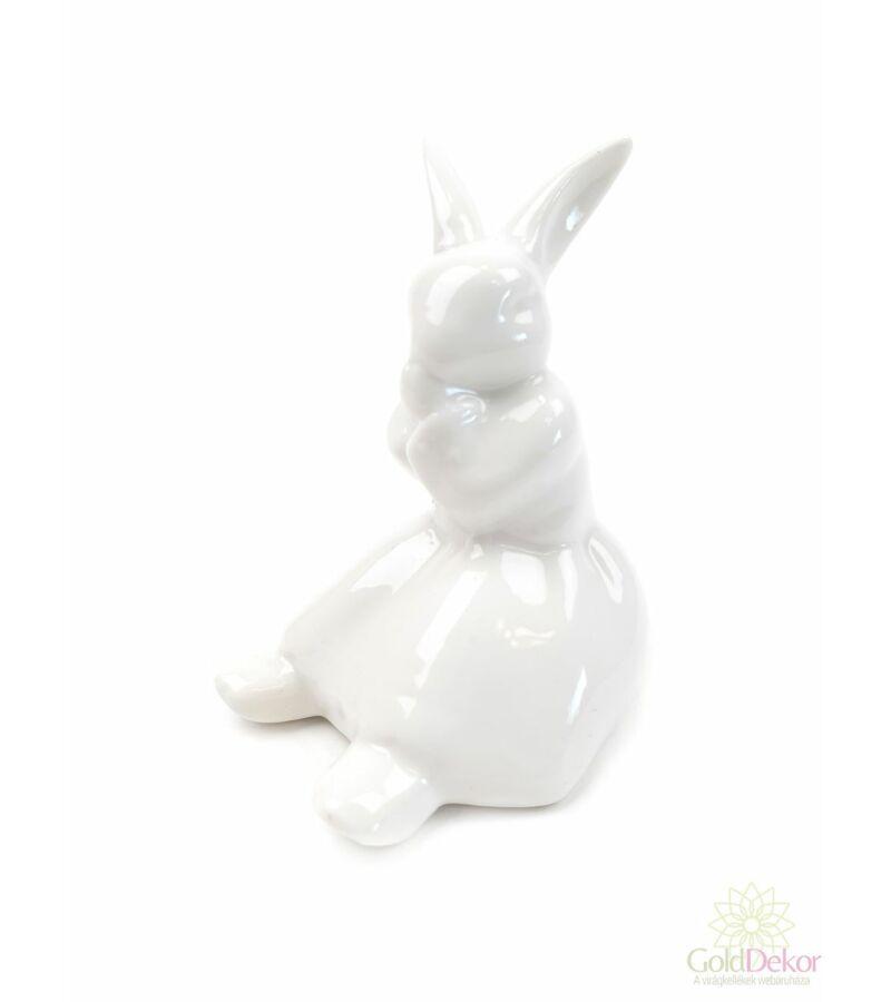 Porcelán szoknyás nyuszi
