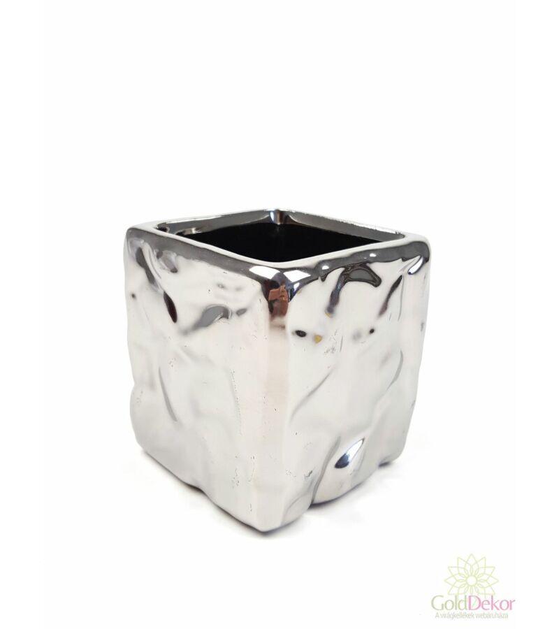Ezüst színű nyomott kocka kaspó