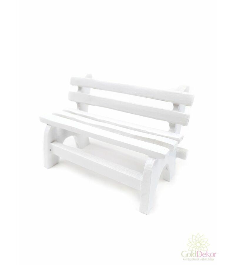 Fehér pad
