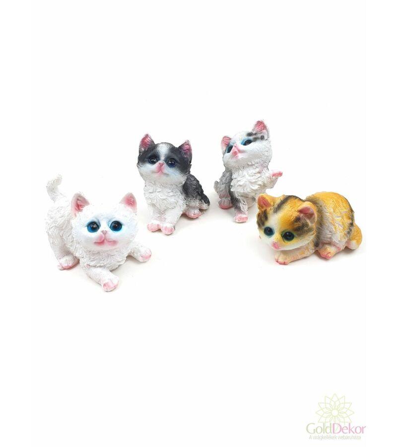 Kölyök macska figura