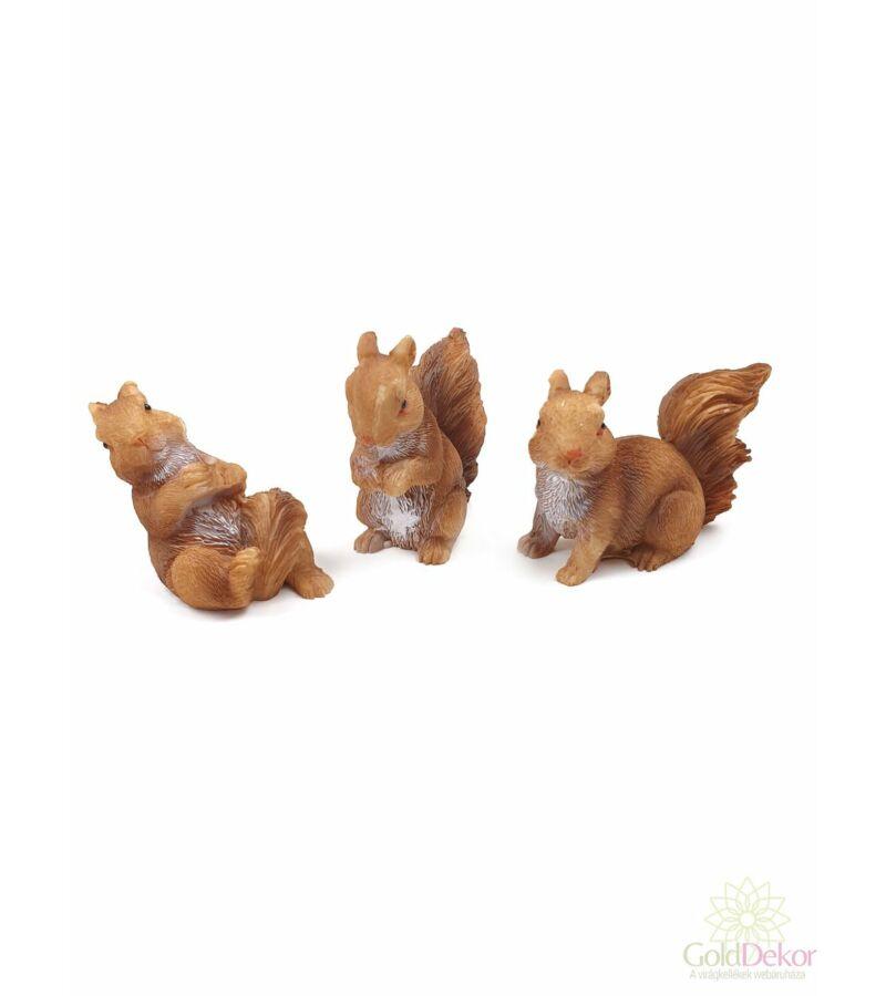 Fehér hasú mókus figura